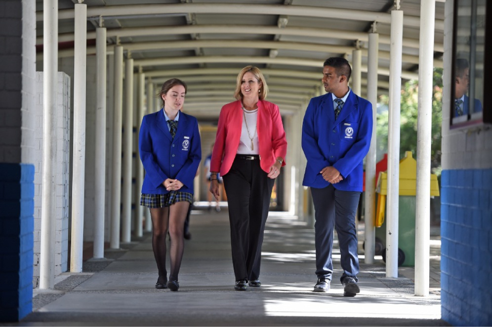 Director general of Education Sharyn O'Neill with Rossmoyne SHS students Liz Burke and Omesh Wimalaratne. Picture: Jon Hewson        d449512