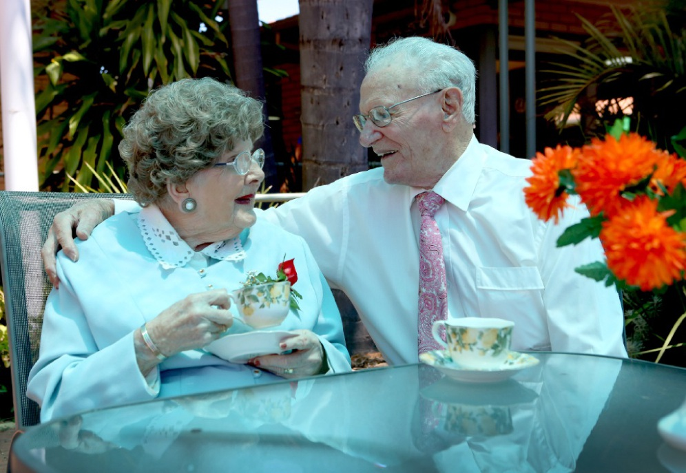 Mary and Bob Devereux share a cuppa together every day. Picture: Matt Jelonekwww.communitypix.com.au   d449508