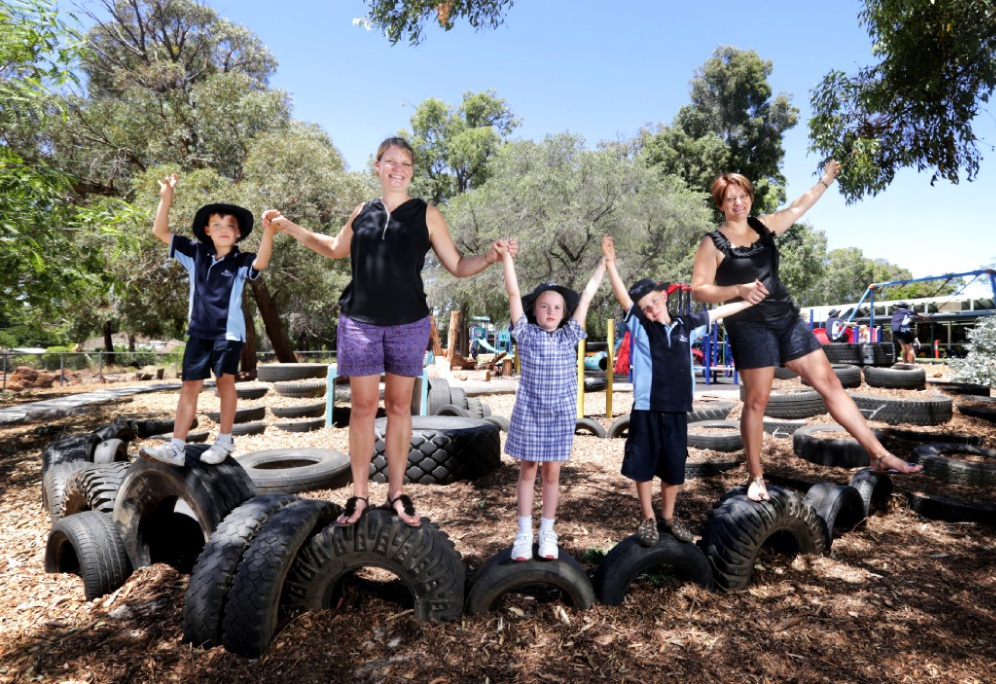 Jacob Harris, Emma Harris, Sienna Mander, Jenson Strapps and Shayla Strapps at the new Kalamunda Primary School playground.  Picture: David Baylis        www.communitypix.com.au   d449424