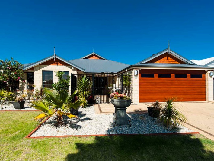 Secret Harbour, 18 Bancoura Parkway – $699,000