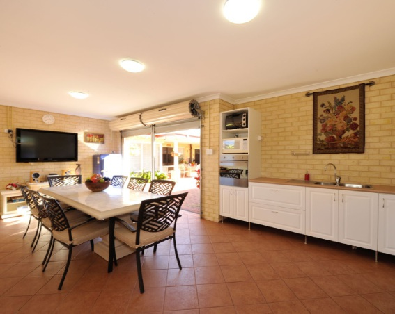 SOUTH YUNDERUP, 32 PATEMAN PLACE – $579,000