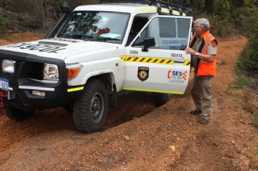 Mandurah SES deputy manager Phil Rance instructs a 4WD course.