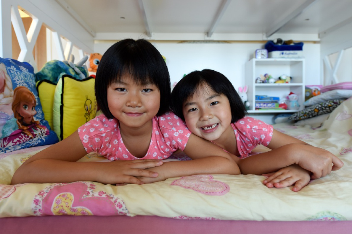 To sum up, Chelsea and Jasmine Wu are years ahead in mathematic ability. Picture: Jon Hewson www.communitypix.com.au   d448906