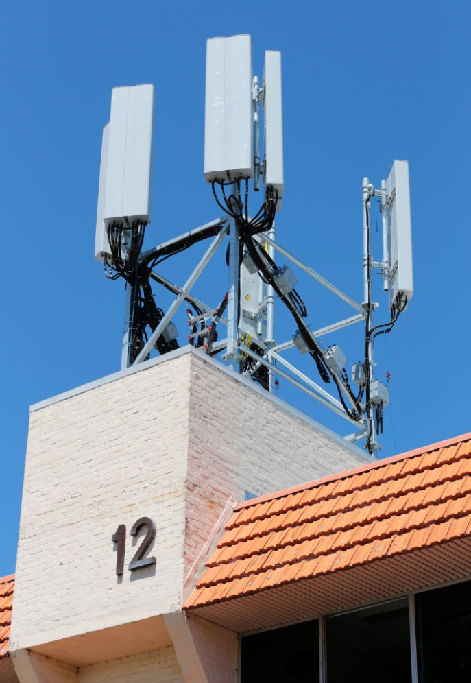 The recently installed Optus phone tower at 12 Mead Street in Kalamunda.  Picture: David Baylis www.communitypix.com.au   d447866