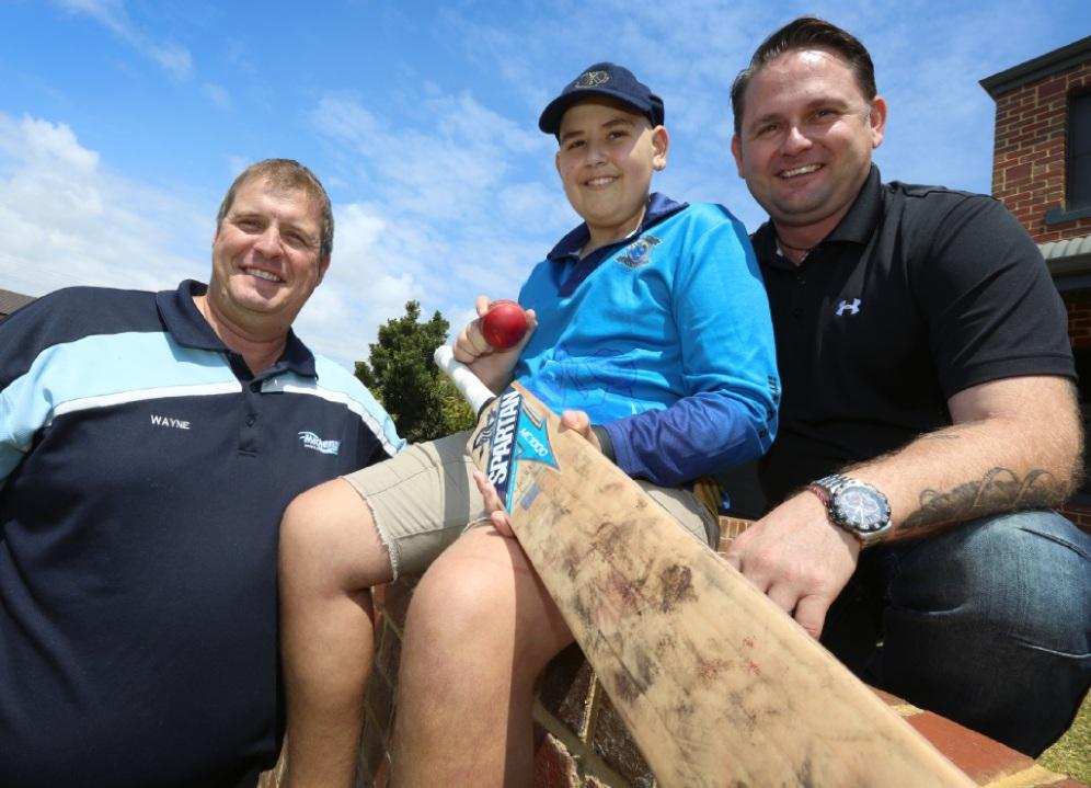 Fundraiser organiser Wayne Fernie with Jalen Smith and his dad Jason. Picture: Matt Jelonek www.communitypix.com.au   d448508