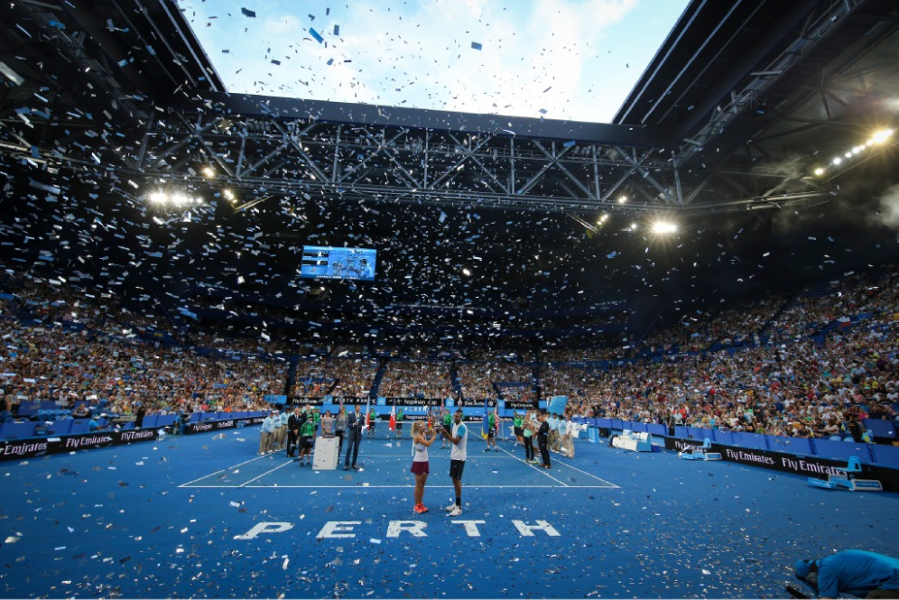 Daria Gavrilova and Nick Kyrgios lift the Hopman Cup. Pictures: Andrew Ritchie        www.communitypix.com.au   d448431