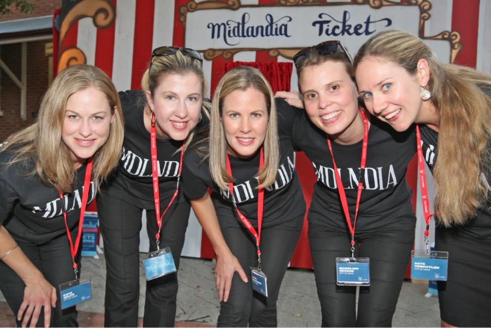 Midlandia maidens Kate Selth, Melissa Braham, Alana van Meurs, Madeline George and Kate Verkuylen.  d432295