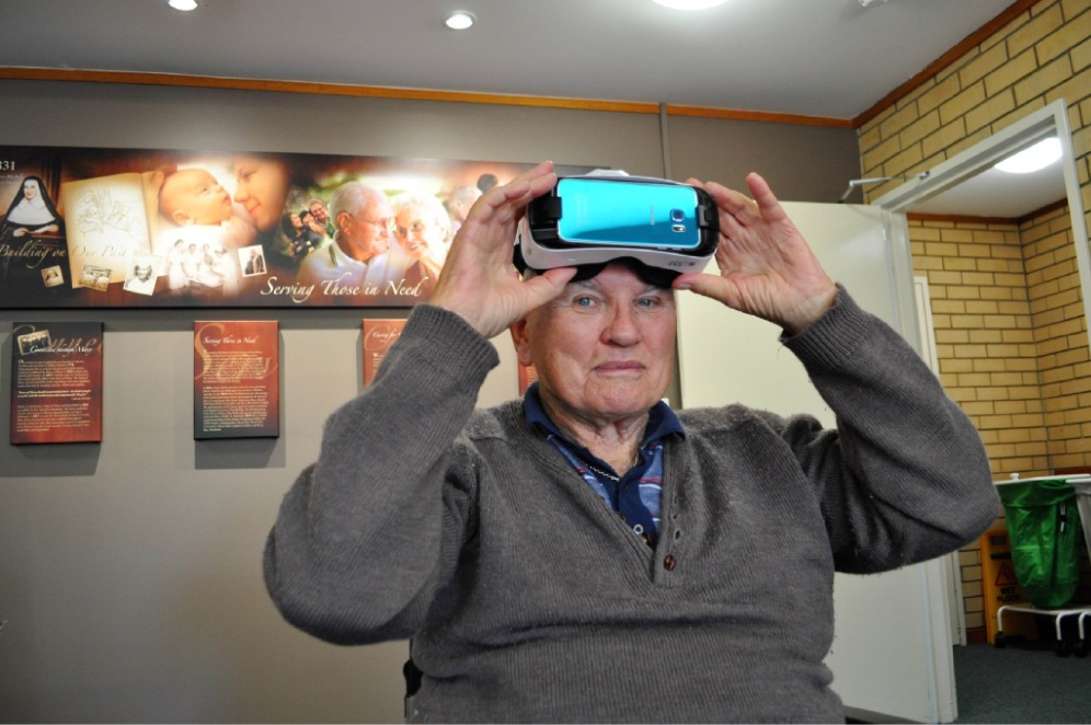 Mercy Health resident Charles Scott with the 3D virtual reality goggles.