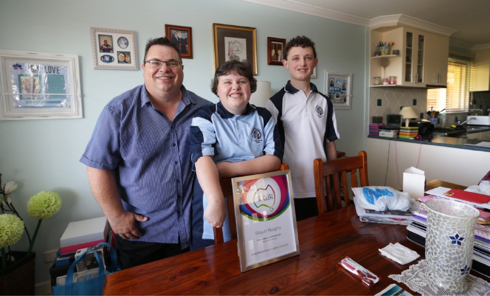 Shaun Murphy with his children Erin (15) and Kieran (16). Picture: Martin Kennealey        www.communitypix.com.au   d447811