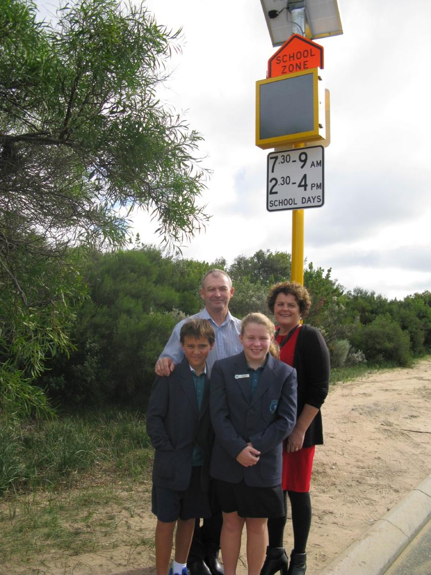 Dawesville MLA Kim Hames, Ocean Road Primary School principal Ashley Mottershead, head girl Ella Kiddey and head boy Connor Freshwater (Year 6).