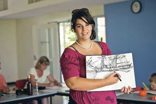 Arts teacher Sylvia Sippl says her drawing classes in Butler are suitable for people at all |levels of ability. Picture: Louise White www.communitypix.com.au d396284
