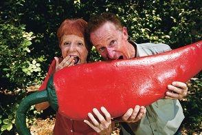 Liz Dunn and Grant Nixon from Araluen Botanic Gardens.|Picture: Matthew Poon www.communitypix.com.au d396175