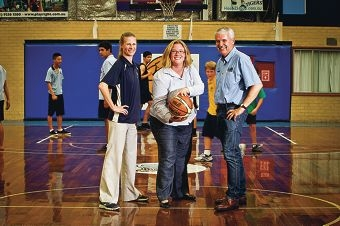 Hannah Beazley (centre) with Maria McAdam and Phil Nixon, from the Willetton Basketball Association. Picture: Matthew Poon www.communitypix.com.au d396623