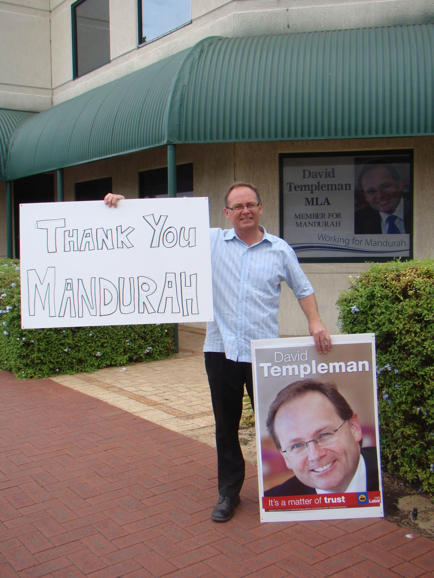 Mandurah MLA David Templeman thanks his supporters.