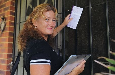 Field officer Liz Padovan will be door-knocking to urge residents to confirm their enrolment details. Picture: Elle Borgward www.communitypix.com.au d397912