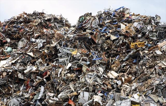 Waste system: Confusion piles up
