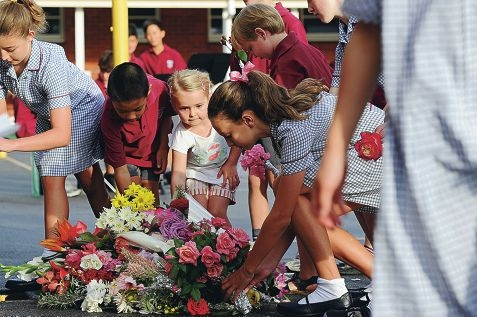 Dalkeith Primary School students lay wreaths and flowers. Picture: Marcus Whisson www.communitypix.com.au d399372
