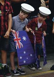 Anzac Day drew big crowds to Fremantle. Pictures: Matt Jelonek www.communitypix.com.au d399427
