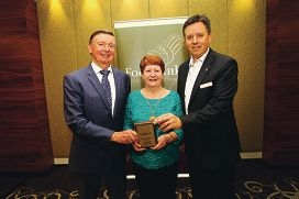 Governor of Western Australia Malcolm McCusker with volunteer of the year Lyn Donnelly and Foodbank chief Greg Hebble. d401005