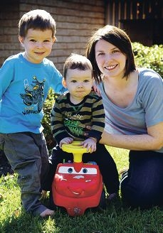 Lauren McCusker with her sons Felix (3) and one-year-old Victor who has cystic fibrosis. www.communitypix.com.au d400672