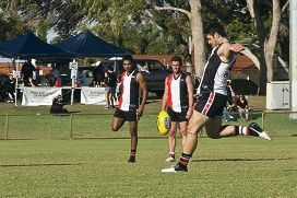 Brendan Fevola shows how it's done. d401530