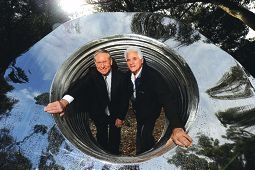 Premier Colin Barnett with Gift from the Gods sculptor Robin Yakinthou. www.communitypix.com.au d402058