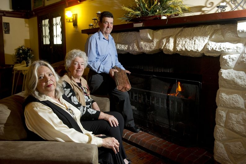 From left: Pamela Williamson, pioneer Barbara Morgan and Tony Villanova get ready for the Yaps and Yarns night. Picture: Emma Reeves www.communitypix.com.au d405385