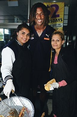 Nic Naitanui with Sharna Rule and Terrilee Collard.Picture: Marcus Whisson www.communitypix.com.au d402712