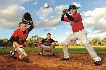 Levi Duyckers, centre, with fellow players Byron Armstrong (12) and Lincoln Kempton (13) are heading to the Cal Ripken World Series in the US. Picture: Marcus Whisson www.communitypix.com.au d403334