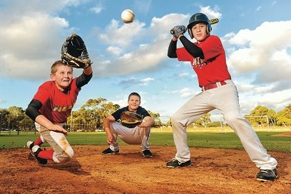 Levi Duyckers (centre), Byron Armstrong and Lincoln Kempton are off to the US to compete in the Cal Ripken World Series. Picture: Marcus Whisson www.communitypix.com.au d403334