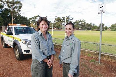 Shire rangers Megan Carter and Karen Hudson. Picture: Bruce Hunt www.communitypix.com.au d401908