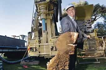 Fremantle Mayor Brad Pettitt lends a hand to the upgrade of facilities.