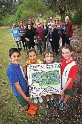 Ardross Primary School Year 6 students Shayan Bahmani, Cliodhna Meyricke, Noah Bernaud and Sophia Theobald show the applicants involved with the City of Melville's Robin Hood Project. Picture: David Baylis d403551