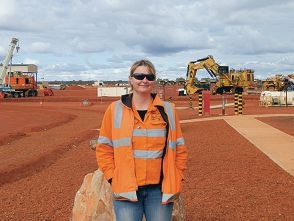 Senior mine site administrator Fiona Porter said fly-in, fly-out work had been a positive move for her family.