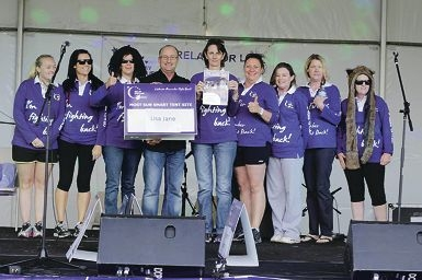 The winning Lisa Jane team with their cheque.