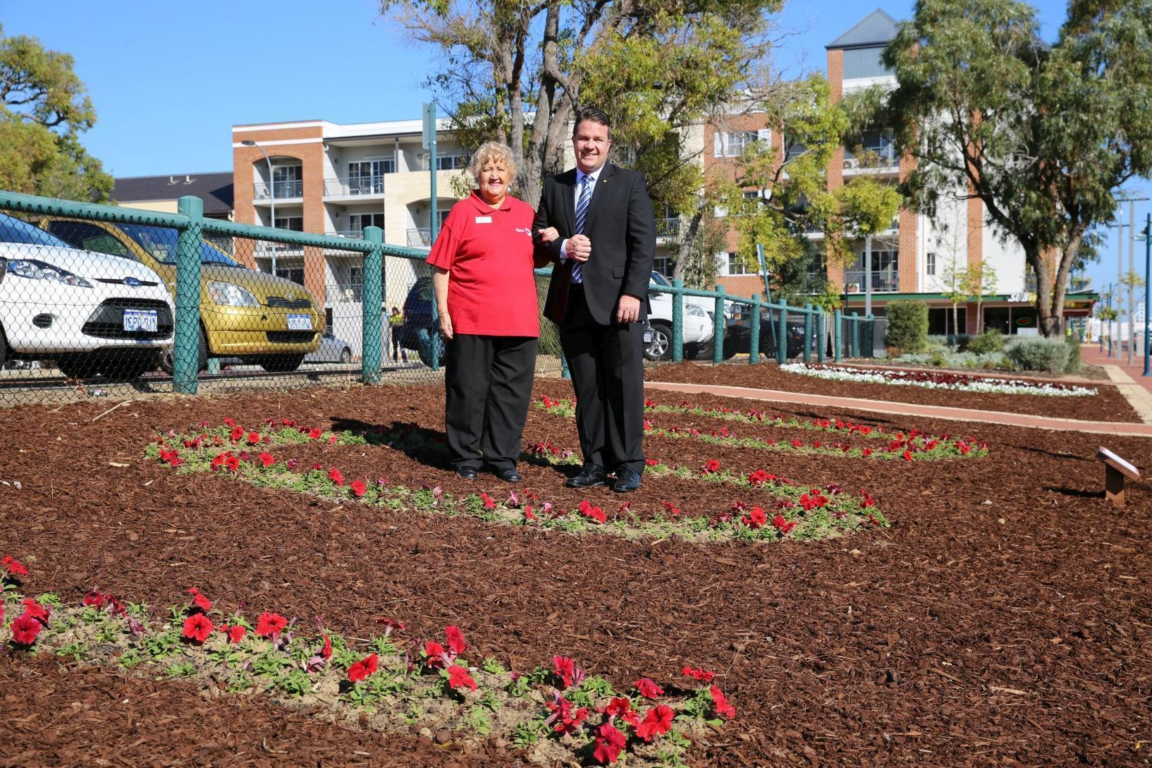 Sorrento-Duncraig Unit President Colleen Burgess and Joondalup Mayor Troy Pickard at the garden in Boas Avenue.