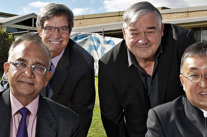 Riverton MLA Mike Nahan (back left) and City of Canning Commissioner Linton Reynolds (back right) in happier times.