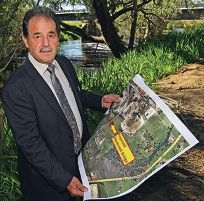 City of Swan Mayor Charlie Zannino at the site of the proposed bridge. d422512