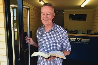 Pastor Gordon Bassett explains the meaning of Easter from a Christian perspective. Picture: Jon Hewson www.communitypix.com.au d418187