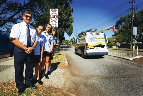 Willetton High School principal Chris Booth with students Jammin Ely, Ally Holdcroft and Charlie Watt on Pinetree Gully Road. Picture: Matt Jelonek www.communitypix.com.au d414894