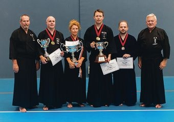 Senseis Ramon Lawrence (right) and Jeri James (left), with members of the WA Kendo Renmei team.