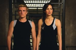 Peeta Mellark (Josh Hutcherson) and Katniss Everdeen (Jennifer Lawrence) in The Hunger Games: Catching Fire.