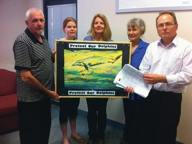 Canoe Trail Friends Mandurah-Pinjarra president Barry Small presents the petition to Mandurah MLA David Templeman, watched by local paddler Jeanie Phillips and City councillor Caroline Knight and her daughter Hannah.