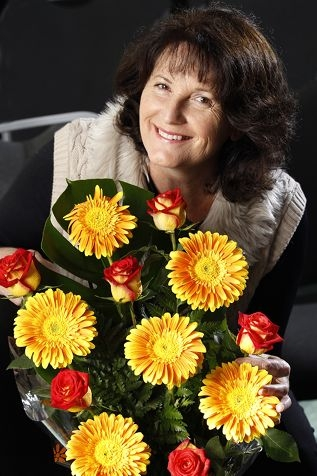 Christine Brown showing off a floral arrangement. Picture: Marcelo Palacios www.communitypix.com.au d408207