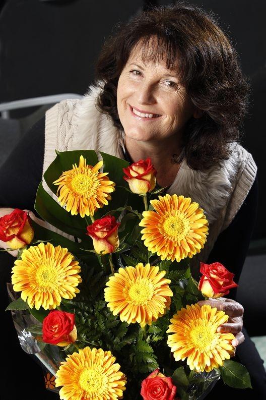 Christine Brown showing off a floral arrangement. Picture: Marcelo Palacios www.communitypix.com.au d408207