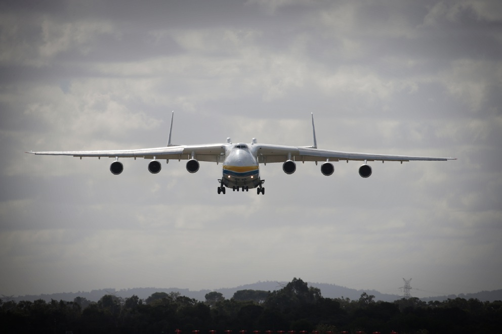 The giant Antonov An--25 Mriya lands at Perth Airport on Sunday morning to deliver a 117-tonne generator for an aluminium refinery at Collie. Picture: Andrew Ritchie d454224