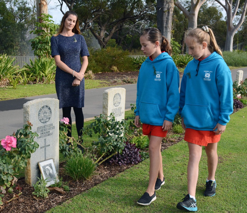 Hollywood Primary students hold early Anzac remembrance