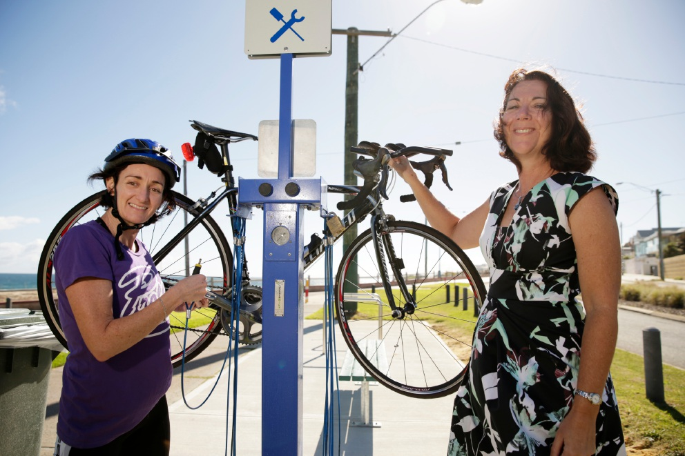 The new bike repair station at Clarko Reserve in Trigg thanks to resident Trisha Lee and Councillor Karen Caddy.  Picture: Andrew Ritchie        www.communitypix.com.au   d454024
