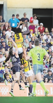 Nic Naitanui takes what could be the mark of the year. Picture: Dan White