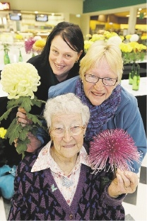 Kerri Atkinson, Lyn Forscutt and Laura Montague (94) with some chrysanthemums. Picture: Bruce Hunt           d437322